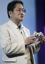 Ken Kutaragi shows PS3 controller