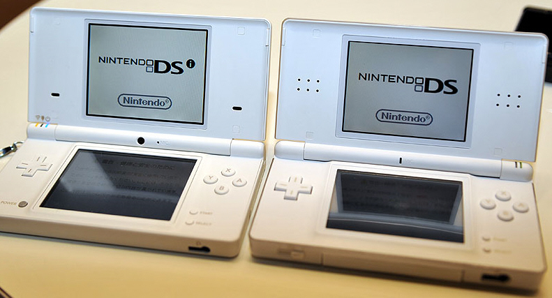 nintendo ds lite versus dsi comparison. Black Bedroom Furniture Sets. Home Design Ideas