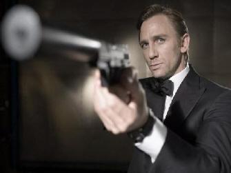 Don't mess with Daniel Craig! Er . . . Bond!